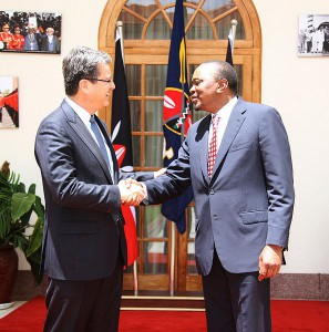 WTO-Generaldirektor Roberto Azevêdo und Kenias Präsident Uhuru Kenyatta